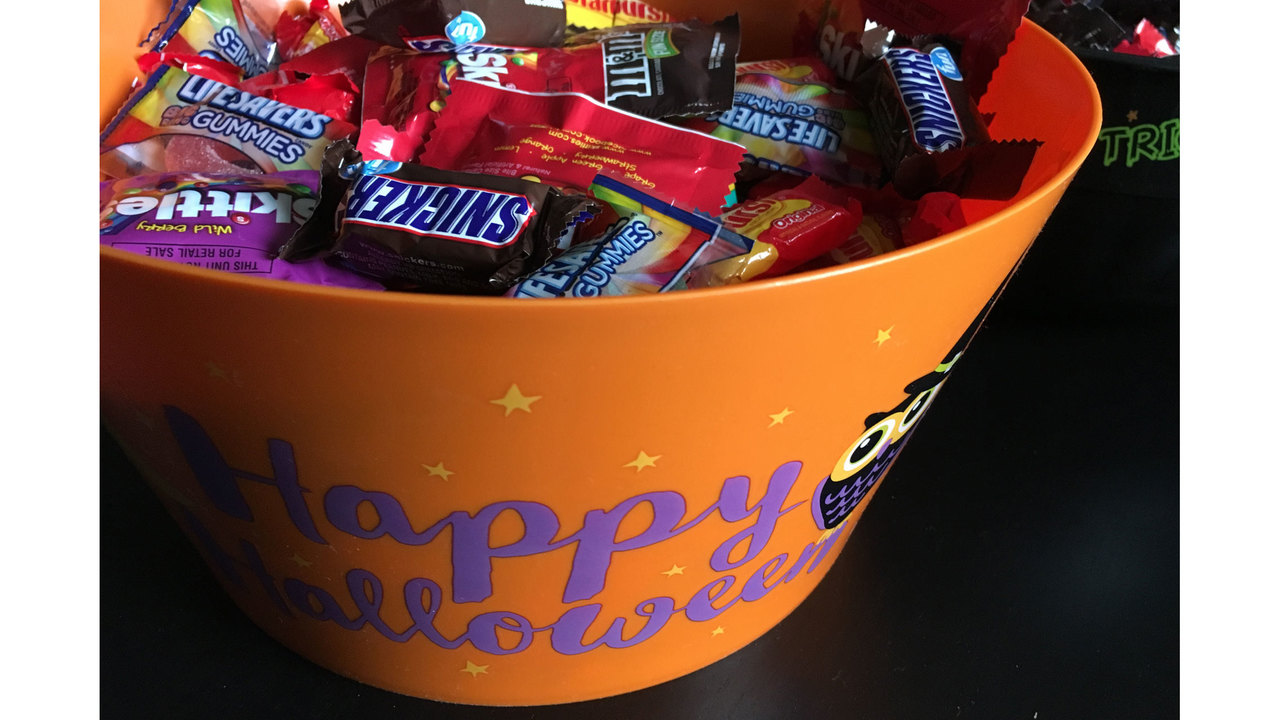 deputies: parent finds needle in child's halloween candy