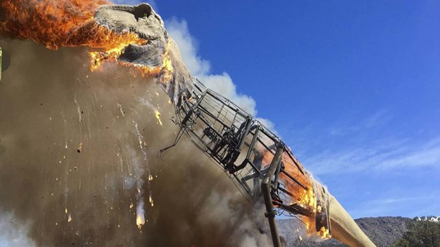 Replica T-rex burns at Royal Gorge Dinosaur Experience